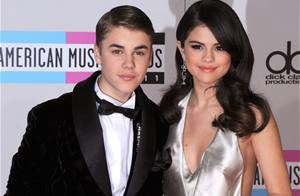 Justin Bieber, Selena Gomez Kiss at His Hockey Game