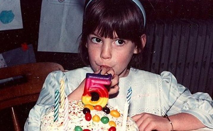 Can you guess this celebrity childhood photo!