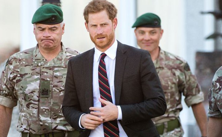 Why Prince Harry Keeps Touching His Wedding Ringæ