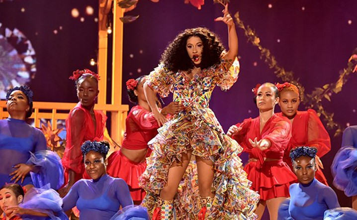 Cardi B put on an amazing performance at the AMAs, see the tweets!