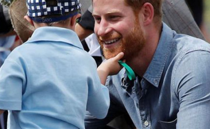 Prince Harry had his beard rubbed by a young fan: Watch here