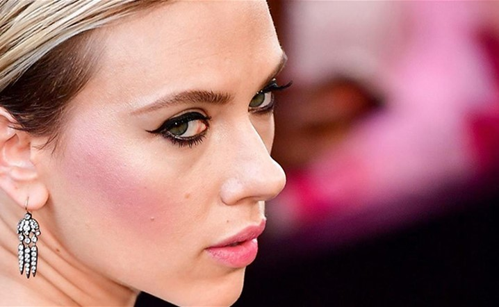 Scarlett Johansson is Officially engaged! Who's the lucky guyæ
